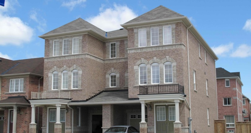Semi-Detached Houses in Toronto Are on the Market for $1 Million!
